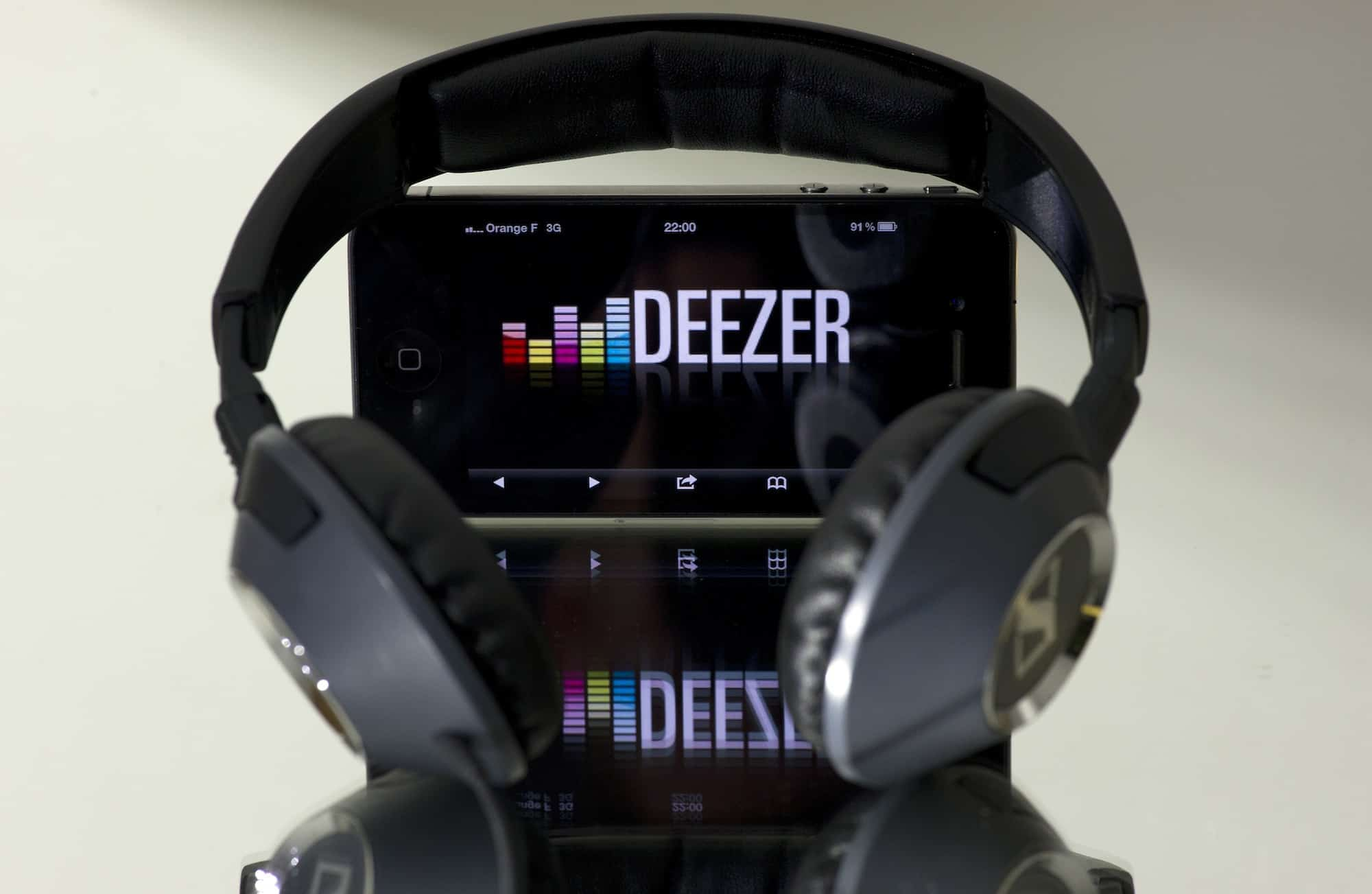 A picture taken on October 9, 2012 in Paris shows headphones beside a smartphone, which is connected to French music streaming website Deezer. Len Blavatnik's Russian-US holding company Access Industries, which already owns Warner Music Group, has made a $130 million investment in French music streaming and subscription service Deezer, according to a press statement of the holding released on October 10, 2012.   AFP PHOTO LIONEL BONAVENTURE        (Photo credit should read LIONEL BONAVENTURE/AFP/Getty Images)