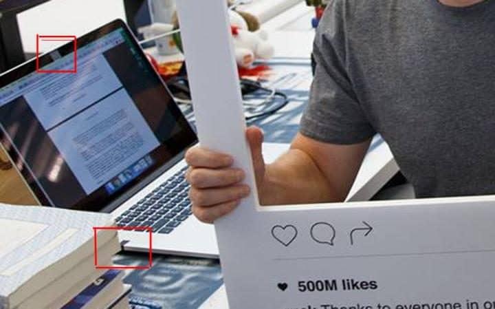 Zuckerberg camera com fita adesiva