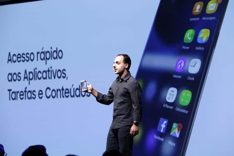 Renato Citrini, gerente sênior da divisão de dispositivos móveis da Samsung Brasil, apresentando o Galaxy S7 edge