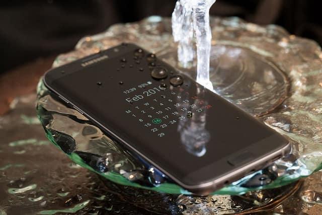 Foto de divulgação do smartphone Samsung Galaxy S7 edge - Android